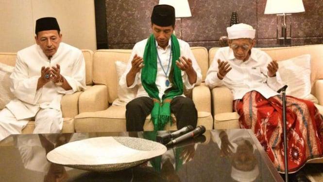 Ilustrasi Presiden Jokowi berdoa