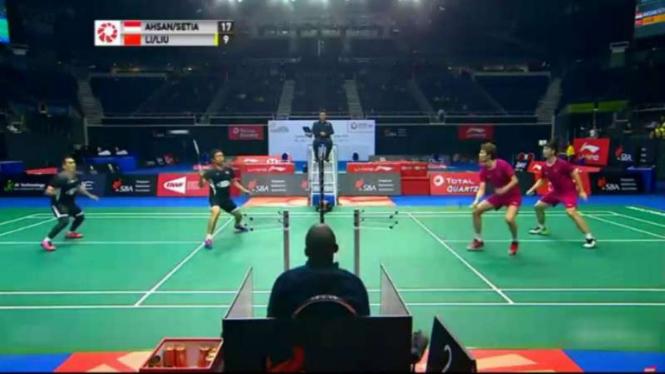 Ahsan/Hendra vs Li/Liu di semifinal Singapore Open 2019.