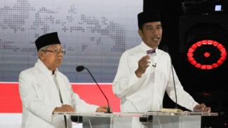 Pasangan nomor urut 01, Jokowi-Ma'ruf Amin saat debat kelima Capres-Cawapres 2019