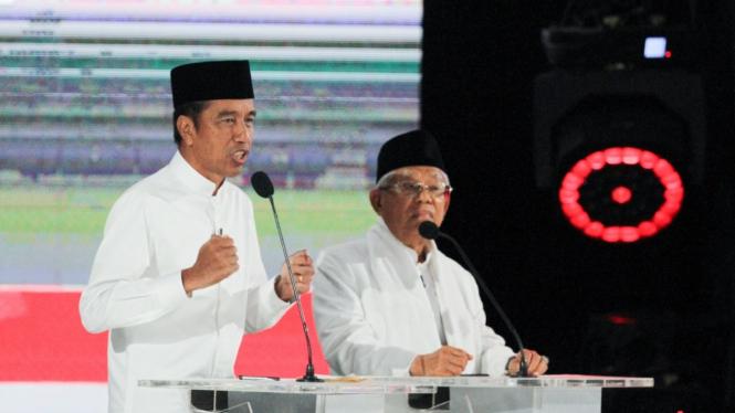 Pasangan Jokowi-Ma'ruf Amin saat debat kelima capres-cawapres 2019