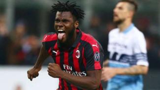 Gelandang AC Milan, Franck Kessie rayakan gol.