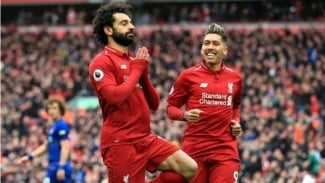 Bintang Liverpool, Mohamed Salah, merayakan gol