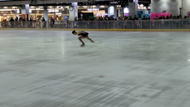 Atlet Ice Skating Indonesia.