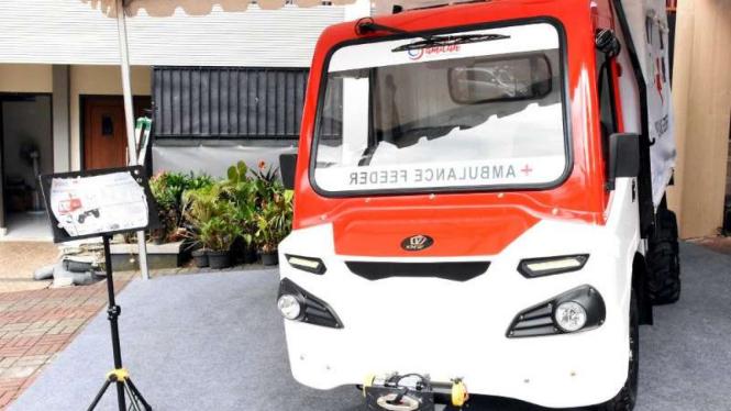 Mobil pedesaan versi ambulans