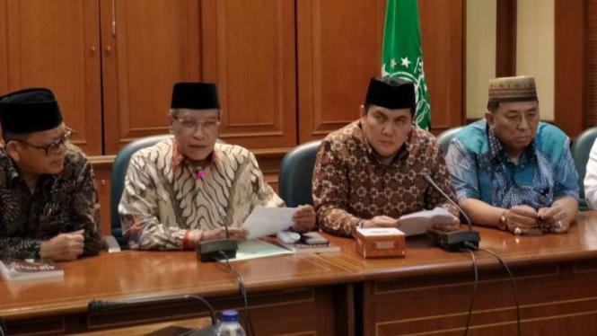 Ketua Umum PBNU, Said Aqil Siradj, dan jajaran pengurusnya menggelar konpers.
