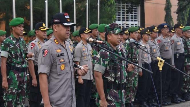 Aparat Gabubgan Polres Bogor-TNI Kodim 0621/SK bersama Linmas untuk Pemilu 2019