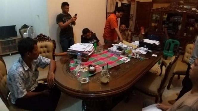 Polisi amankan Wakil Bupati Padang Lawas Utara atau Paluta, Hariro Harahap.
