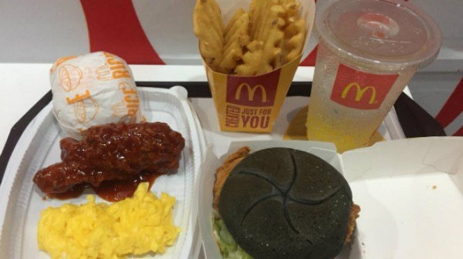 Topokki Chicken & Rice Special dan McSpicy Black Topokki Mc Donalds