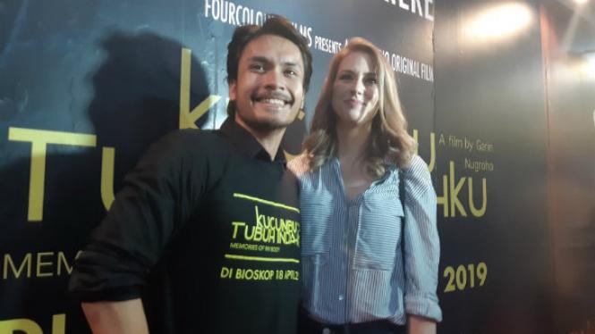Randy Pangalila dan Istri