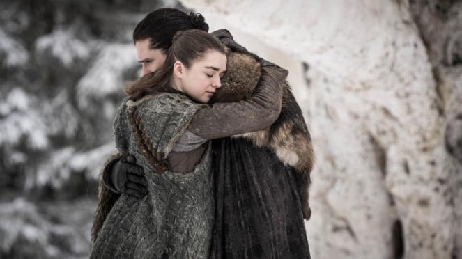 Arya Stark (Maisie Williams) dan Jon Snow (Kit Harington) dalam Game of Thrones.