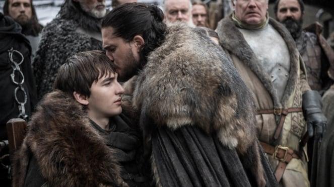 Bran Stark (Isaac Hempstead) dan Jon Snow (Kit Harington) di Game of Thrones.