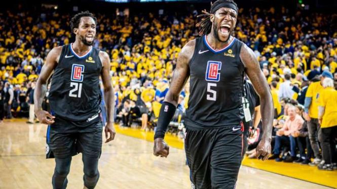 Pemain LA Clippers rayakan kemenangan.