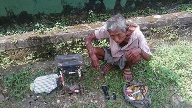 Tukang cukur keliling di Makassar