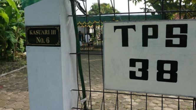 Tempat Pemungutan Suara 38 di Tirtoyoso, Manahan, Solo, Jawa Tengah, lokasi keluarga inti Presiden Joko Widodo dijadwalkan mencoblos pada Rabu, 19 April 2019.