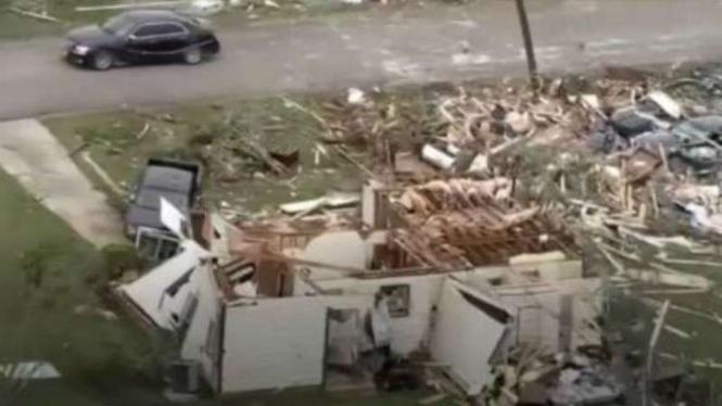 Tornado sapu sebagian negara bagian AS bagian selatan