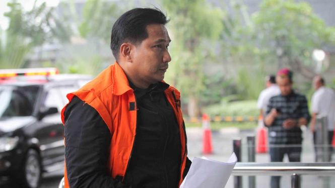 Tersangka kasus dugaan suap distribusi pupuk, Bowo Sidik Pangarso bersiap menjalani pemeriksaan di gedung KPK, Jakarta