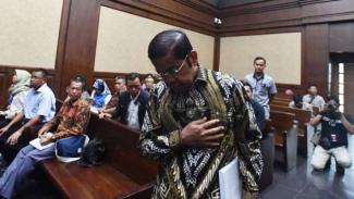 Terdakwa kasus dugaan suap proyek PLTU Riau-1 Idrus Marham di Pengadilan Tipikor Jakarta.