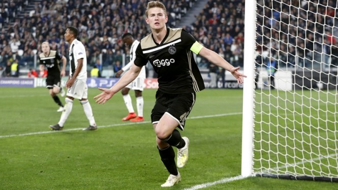 Kapten AJax Amsterdam, Matthijs de Ligt merayakan gol ke gawang Juventus