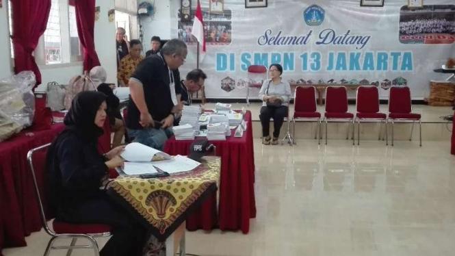 Suasana TPS 005 di SPM Negeri 13, Jakarta Selatan