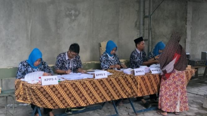 Suasana pelaksanaan pemungutan suara saat Pemilu 2019, 17 April 2019.