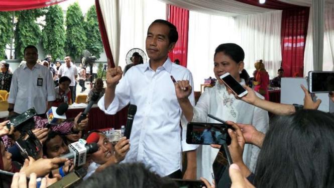 Cawapres petahana Joko Widodo dan Iriana Jokowi