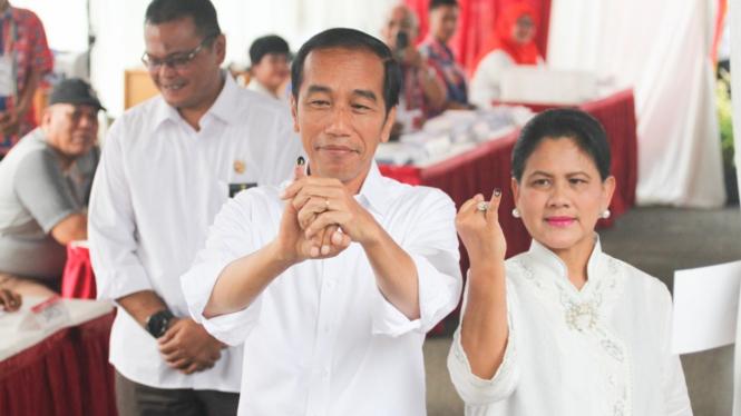 Jokowi dan Iriana Jokowi Mencoblos