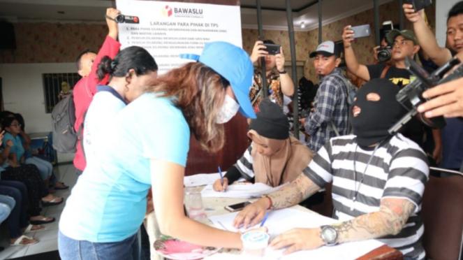 Vanessa Angel mencoblos di Rutan Medaeng