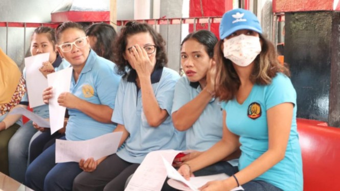 Vanessa Angel dan beberapa tahanan lain mencoblos di Rutan Medaeng