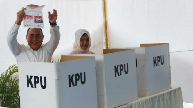 Gubernur Sumatera Utara, Edy Rahmayadi bersama istri di TPS Medan