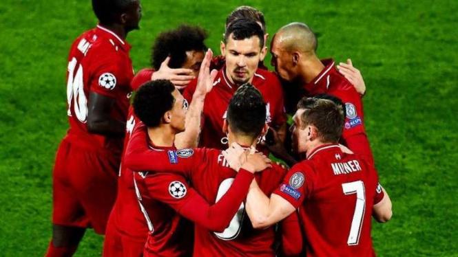 Para pemain Liverpool merayakan gol Roberto Firmino ke gawang FC Porto