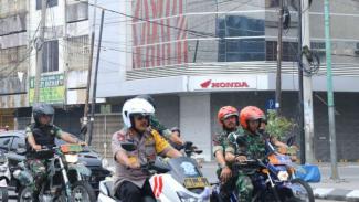 Kapolda Sumut pantau TPS-TPS di Medan dengan menggunakan motor