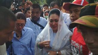 Titiek Soeharto tiba di rumah Prabowo