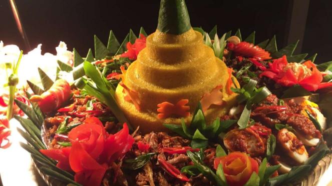 Nasi tumpeng di Lobo Restaurant, The Ritz Carlton Jakarta