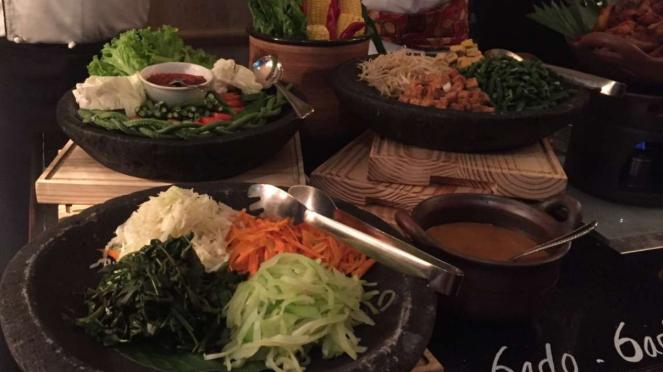 Gado-gado di Lobo Restaurant, The Ritz Carlton Hotel Jakarta