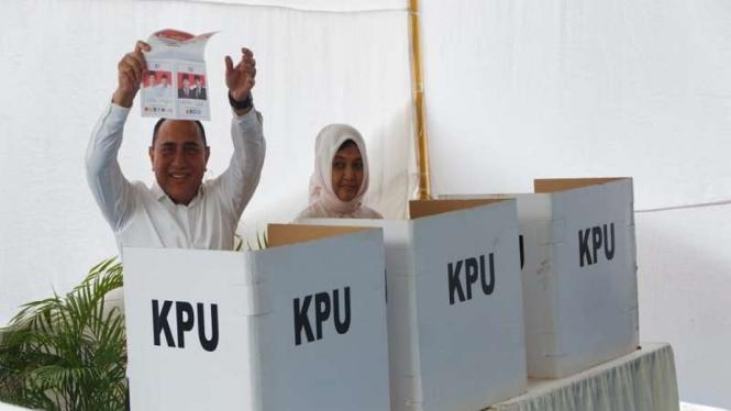 Gubernur Sumatera Utara, Edy Rahmayadi bersama Istri menggunakan hak pilihnya