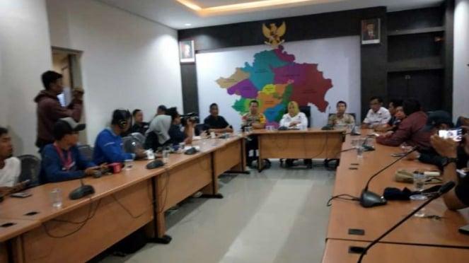 KPU Sumatera Selatan menyatakan ribuan lembar surat hilang di Kabupaten Banyuasin dalam konferensi pers di Palembang, Rabu, 17 April 2019.