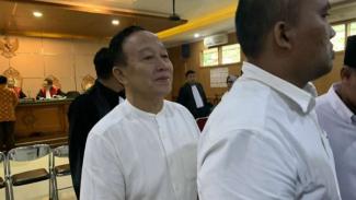 Abdul Khodir, Sekretaris Daerah Kabupaten Tasikmalaya, usai dijatuhi hukuman penjara setahun oleh Majelis hakim Pengadilan Negeri Kelas 1A Khusus Bandung, Jawa Barat, pada Kamis, 18 April 2019.