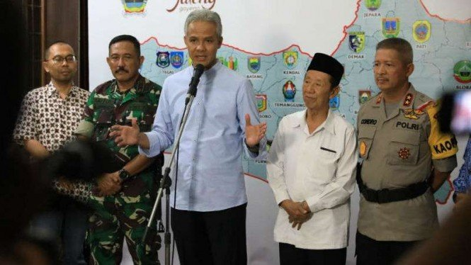 Gubernur Jateng Ganjar Pranowo bersama sejumlah petinggi TNI dan Polri.