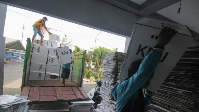 Ilustrasi pengiriman logistik pemilu