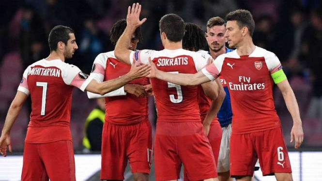 Pemain Arsenal rayakan kemenangan.