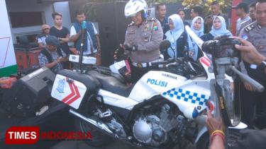https://thumb.viva.co.id/media/frontend/thumbs3/2019/04/19/5cb9e278c887d-sehari-tiga-kali-kecelakaan-di-banyuwangi-ini-kata-polisi_375_211.jpg