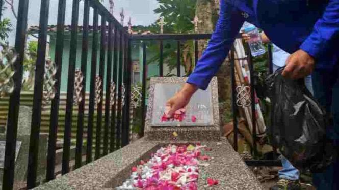 Asprov Jabar Ziarah Ke Makam Pendiri PSSI