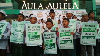 https://thumb.viva.co.id/media/frontend/thumbs3/2019/04/20/5cbb2af2c6cef-puluhan-anak-yatim-kampanye-damai-ayo-baikan-di-depan-kantor-nu-jatim-surabaya_325_183.jpg