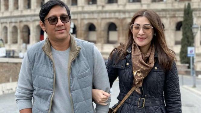 Andre Taulany dan istrinya.