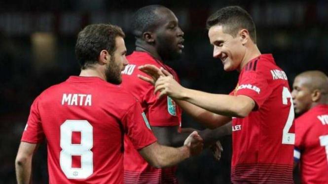 Dua gelandang Manchester United asal Spanyol, Juan Mata dan Ander Herrera