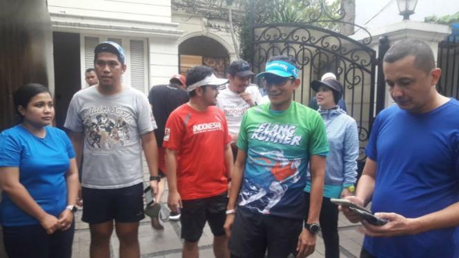 Sandiaga Uno berlari setelah istirahat pasca pemilu