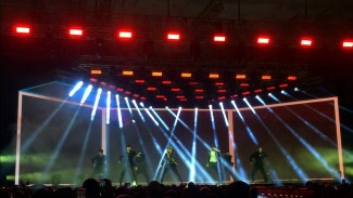 https://thumb.viva.co.id/media/frontend/thumbs3/2019/04/21/5cbc664a3d6cb-mini-konser-jus2-di-indonesia_325_183.JPG