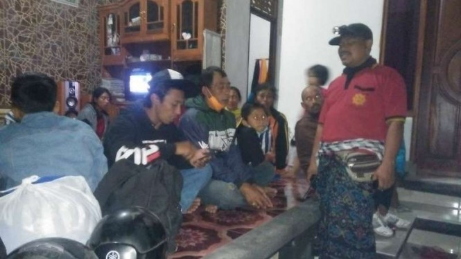 Warga Bali mengungsi akibat Erupsi Gunung Agung.