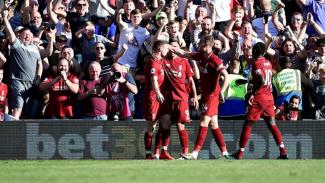 Pemain Liverpool merayakan gol ke gawang Cardiff City