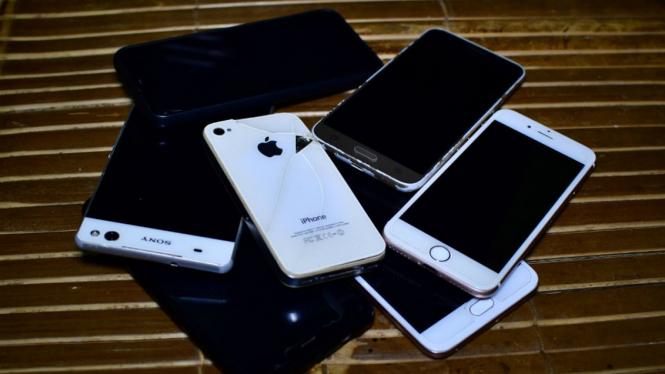 Ilustrasi sampah smartphone